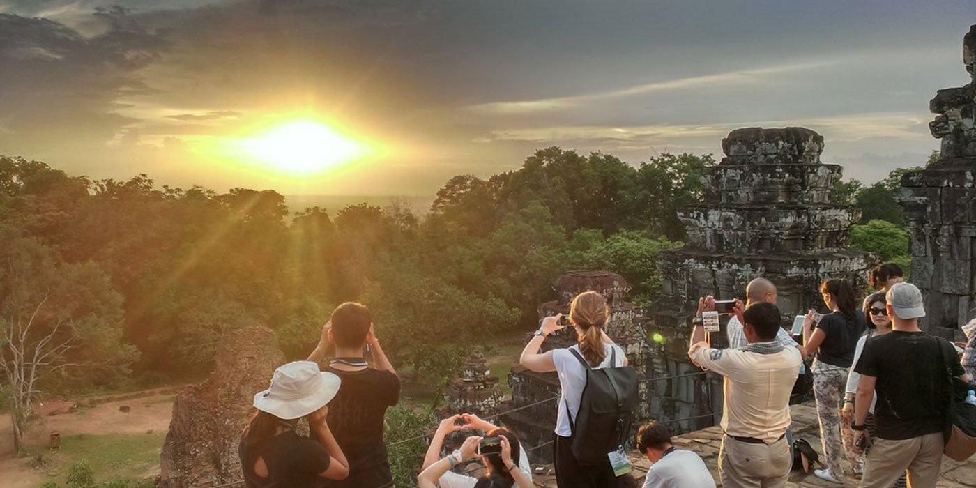 Phnom Bakheng sunset siem reap